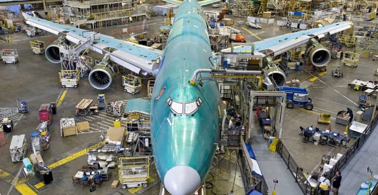 How much aluminum is in a 747?